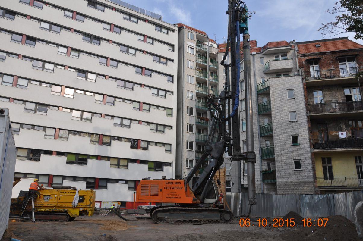Zabezpieczenie wykopów w technologii ścianki berlińskiej.