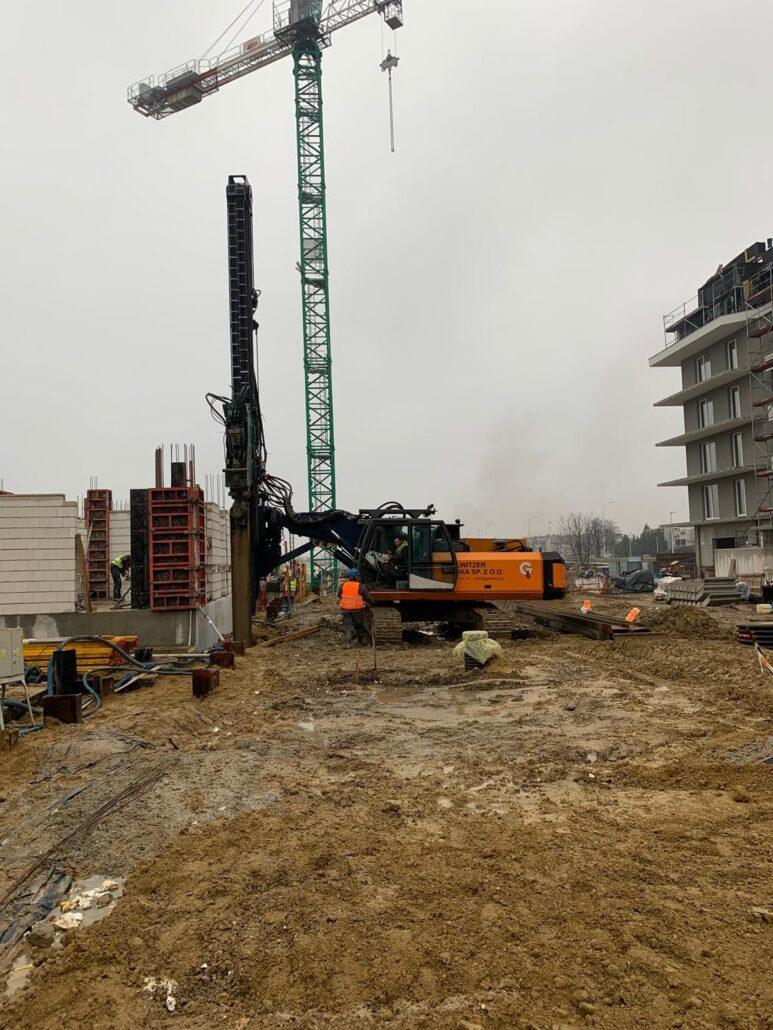 """AKTUALIZACJA:  Po zakończonym okresie dzierżawy rozpoczęliśmy demontaż kształtowników ścianki berlińskiej na inwestycji  """"ATAL Nowe Miasto Jagodno""""."""